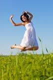 πηδώντας γυναίκα αέρα Στοκ Εικόνες