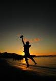 πηδώντας ηλιοβασίλεμα Στοκ φωτογραφία με δικαίωμα ελεύθερης χρήσης