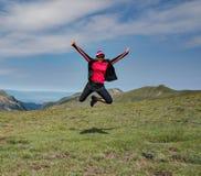 Πηδώντας θηλυκό βουνό στοκ φωτογραφίες με δικαίωμα ελεύθερης χρήσης