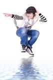πηδώντας κλείδωμα λυκίσκου ισχίων χορού αγοριών εφηβικό Στοκ Φωτογραφία