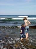 πηδώντας κύματα Στοκ φωτογραφίες με δικαίωμα ελεύθερης χρήσης