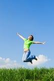πηδώντας νεολαίες γυνα&iota Στοκ φωτογραφία με δικαίωμα ελεύθερης χρήσης
