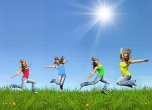 πηδώντας νεολαίες κοριτ Στοκ Εικόνα