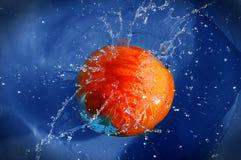 πηδώντας πορτοκαλί ύδωρ στοκ φωτογραφίες με δικαίωμα ελεύθερης χρήσης