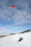 πηδώντας kiteboarder χιόνι Στοκ Εικόνες