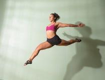 Πηδώντας μέσος αέρας χορευτών Στοκ Φωτογραφίες