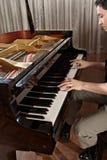 Πιάνο παιχνιδιού Στοκ Φωτογραφία