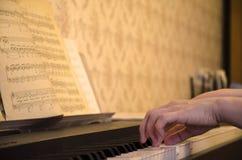πιάνο παιχνιδιού Στοκ Εικόνα