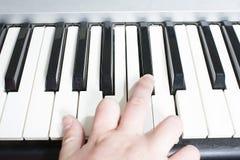 πιάνο χεριών στοκ φωτογραφία με δικαίωμα ελεύθερης χρήσης