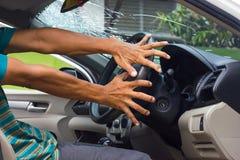 Πιάσιμο χεριών το ατύχημα τιμονιών στοκ εικόνα με δικαίωμα ελεύθερης χρήσης