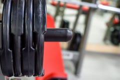 Πιάτα αλτήρων και barbell βάρους ικανότητας Στοκ φωτογραφία με δικαίωμα ελεύθερης χρήσης