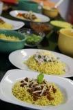 Πιάτα βόειου κρέατος και κοτόπουλου των κινεζικών νουντλς στην κουζίνα Στοκ φωτογραφίες με δικαίωμα ελεύθερης χρήσης