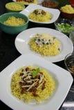 Πιάτα βόειου κρέατος και κοτόπουλου των κινεζικών νουντλς στην κουζίνα Στοκ Εικόνες