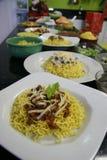 Πιάτα βόειου κρέατος και κοτόπουλου των κινεζικών νουντλς Στοκ εικόνες με δικαίωμα ελεύθερης χρήσης