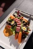 Πιάτα εστιατορίων Όμορφα και νόστιμα τρόφιμα σε ένα πιάτο στοκ φωτογραφία με δικαίωμα ελεύθερης χρήσης