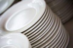 Πιάτα λευκών για μια υποδοχή στοκ φωτογραφία