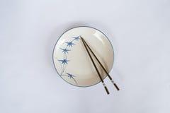 Πιάτα και κύπελλα, chopsticks που προετοιμάζονται για το Κινεζικό λαό Στοκ φωτογραφίες με δικαίωμα ελεύθερης χρήσης