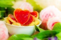 Πιάτα και μπισκότα τις ειδικές ημέρες στοκ εικόνα