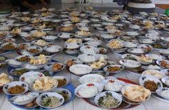 Πιάτα με τα τρόφιμα στοκ εικόνες με δικαίωμα ελεύθερης χρήσης