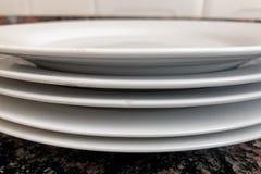 Πιάτα πορσελάνης που απομονώνονται Στοκ Φωτογραφία