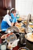 πιάτα που πλένουν τη γυναί&kap Στοκ φωτογραφίες με δικαίωμα ελεύθερης χρήσης