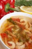 Πιάτα της μεσογειακής κουζίνας από τα λαχανικά και τις γαρίδες Στοκ εικόνα με δικαίωμα ελεύθερης χρήσης