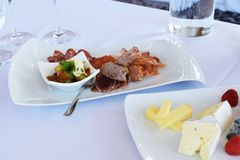 Πιάτα τυριών και κρέατος Στοκ Εικόνες