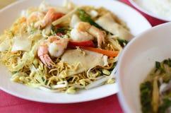 Πιάτο από τις γαρίδες, νουντλς, θαλασσινά Στοκ Εικόνες