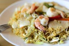 Πιάτο από τις γαρίδες, νουντλς, θαλασσινά Στοκ φωτογραφίες με δικαίωμα ελεύθερης χρήσης