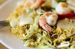 Πιάτο από τις γαρίδες, νουντλς, θαλασσινά Στοκ εικόνες με δικαίωμα ελεύθερης χρήσης