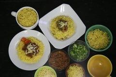 Πιάτο βόειου κρέατος και κοτόπουλου των κινεζικών νουντλς Στοκ Εικόνες