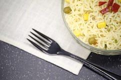 Πιάτο γυαλιού των νουντλς, μαλακό focuse στοκ φωτογραφίες με δικαίωμα ελεύθερης χρήσης