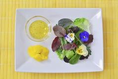 Πιάτο δύναμης λουλουδιών Στοκ φωτογραφίες με δικαίωμα ελεύθερης χρήσης