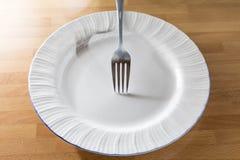 Πιάτο και δίκρανο Στοκ φωτογραφία με δικαίωμα ελεύθερης χρήσης