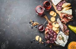Πιάτο και κρασί λιχουδιών στοκ φωτογραφία