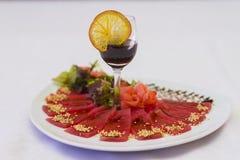 Πιάτο κρέατος για ένα συμπόσιο Στοκ Φωτογραφίες