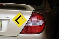 Πιάτο Λ στο αυτοκίνητο με το όριο ταχύτητας 90 στοκ φωτογραφίες
