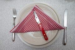 Πιάτο με ένα μαχαίρι καβουριών Στοκ Εικόνες