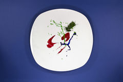 Πιάτο με το χρώμα αντί των τροφίμων Στοκ φωτογραφία με δικαίωμα ελεύθερης χρήσης