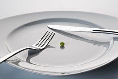 Πιάτο με τα μαχαιροπήρουνα και ένα μπιζέλι Στοκ φωτογραφίες με δικαίωμα ελεύθερης χρήσης