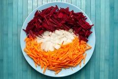 Πιάτο με τα τεμαχισμένα λαχανικά στο zazharku Στοκ εικόνα με δικαίωμα ελεύθερης χρήσης