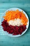 Πιάτο με τα τεμαχισμένα λαχανικά στο zazharku Στοκ Φωτογραφίες
