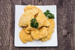 Πιάτο με τα ψήγματα κοτόπουλου στοκ φωτογραφία με δικαίωμα ελεύθερης χρήσης
