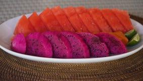 Πιάτο με τα ώριμα τροπικά φρούτα Στοκ φωτογραφία με δικαίωμα ελεύθερης χρήσης