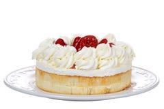Πιάτο με τη μεγάλη φράουλα Shortcake που απομονώνεται στο λευκό Στοκ Εικόνα