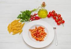 Πιάτο με τη σάλτσα penne και arrabbiata Στοκ φωτογραφίες με δικαίωμα ελεύθερης χρήσης