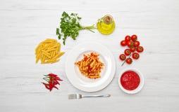 Πιάτο με τη σάλτσα penne και arrabbiata Στοκ φωτογραφία με δικαίωμα ελεύθερης χρήσης