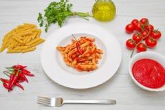 Πιάτο με τη σάλτσα penne και arrabbiata Στοκ εικόνες με δικαίωμα ελεύθερης χρήσης