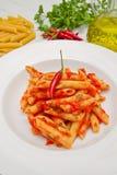 Πιάτο με τη σάλτσα penne και arrabbiata Στοκ εικόνα με δικαίωμα ελεύθερης χρήσης
