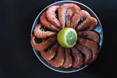 Πιάτο με τις γαρίδες σε το Στοκ Φωτογραφία